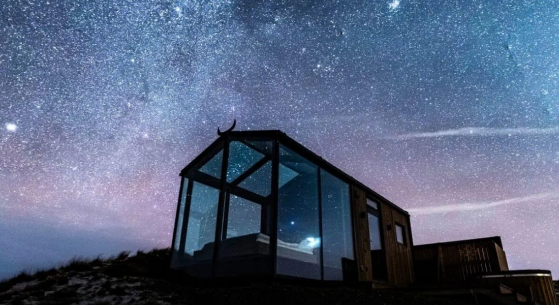Outdoor Bedroom: 7 Luxury Hotels with Glass Walls