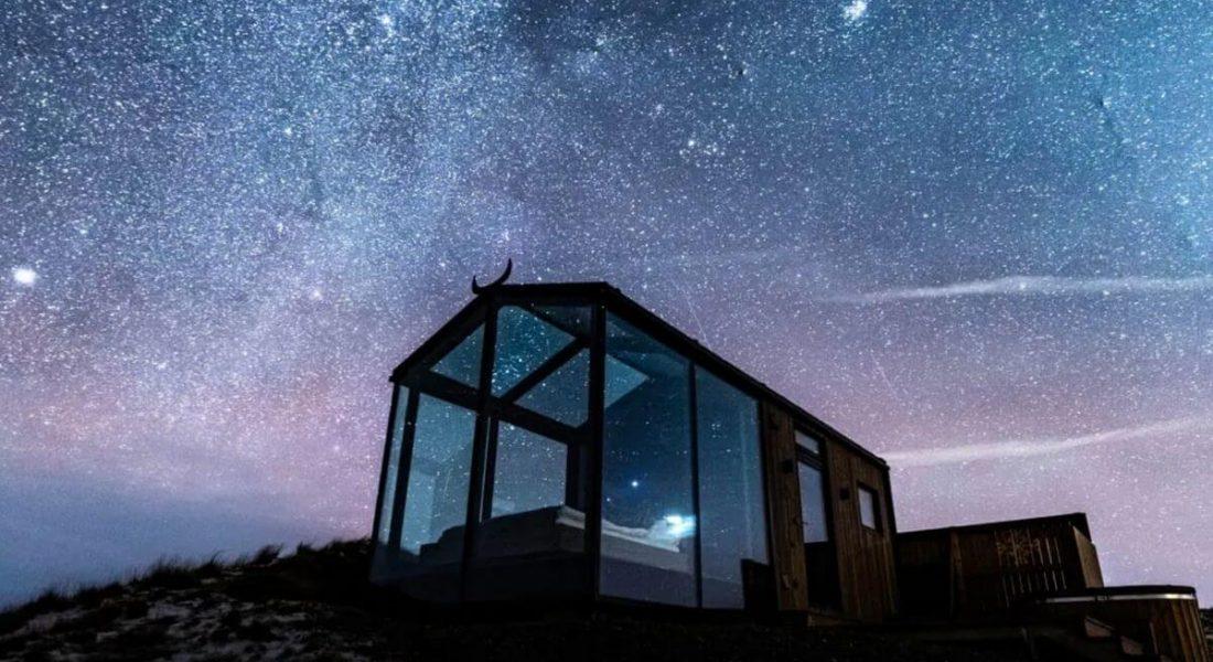 Outdoor Bedroom: 7 Luxury Hotels with Glass Walls