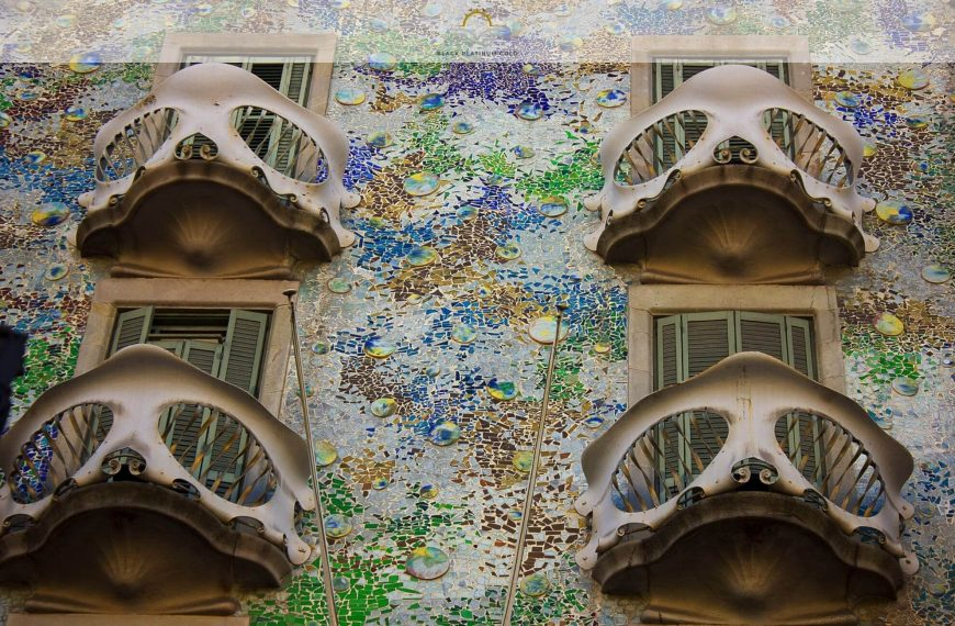 8 Iconic Buildings Every Architecture Lover Must Visit