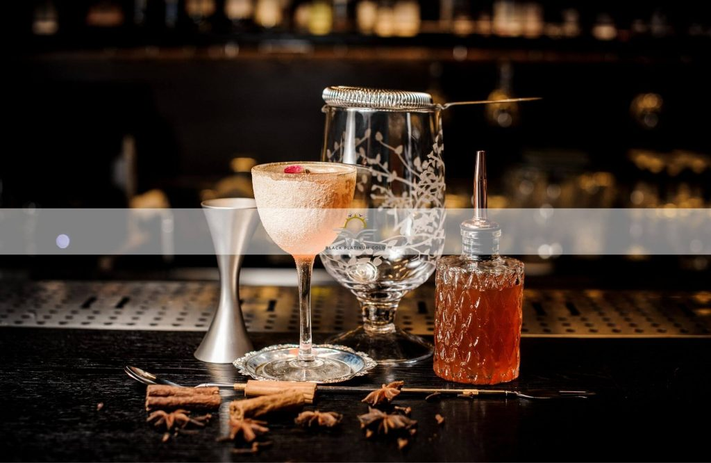 Top 10 Signature Cocktails Invented in Luxury Hotels | Black Platinum Gold