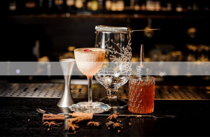 Top 10 Signature Cocktails Invented in Luxury Hotels