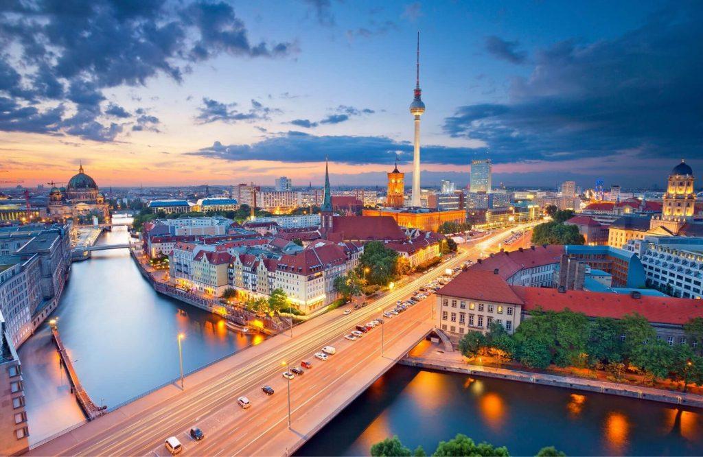 The 11 Best Luxury Nightlife Scene Experiences in Berlin | Black Platinum Gold